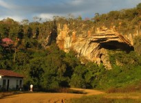 Trophic dynamics in caves of the Cerrado of central Brazil